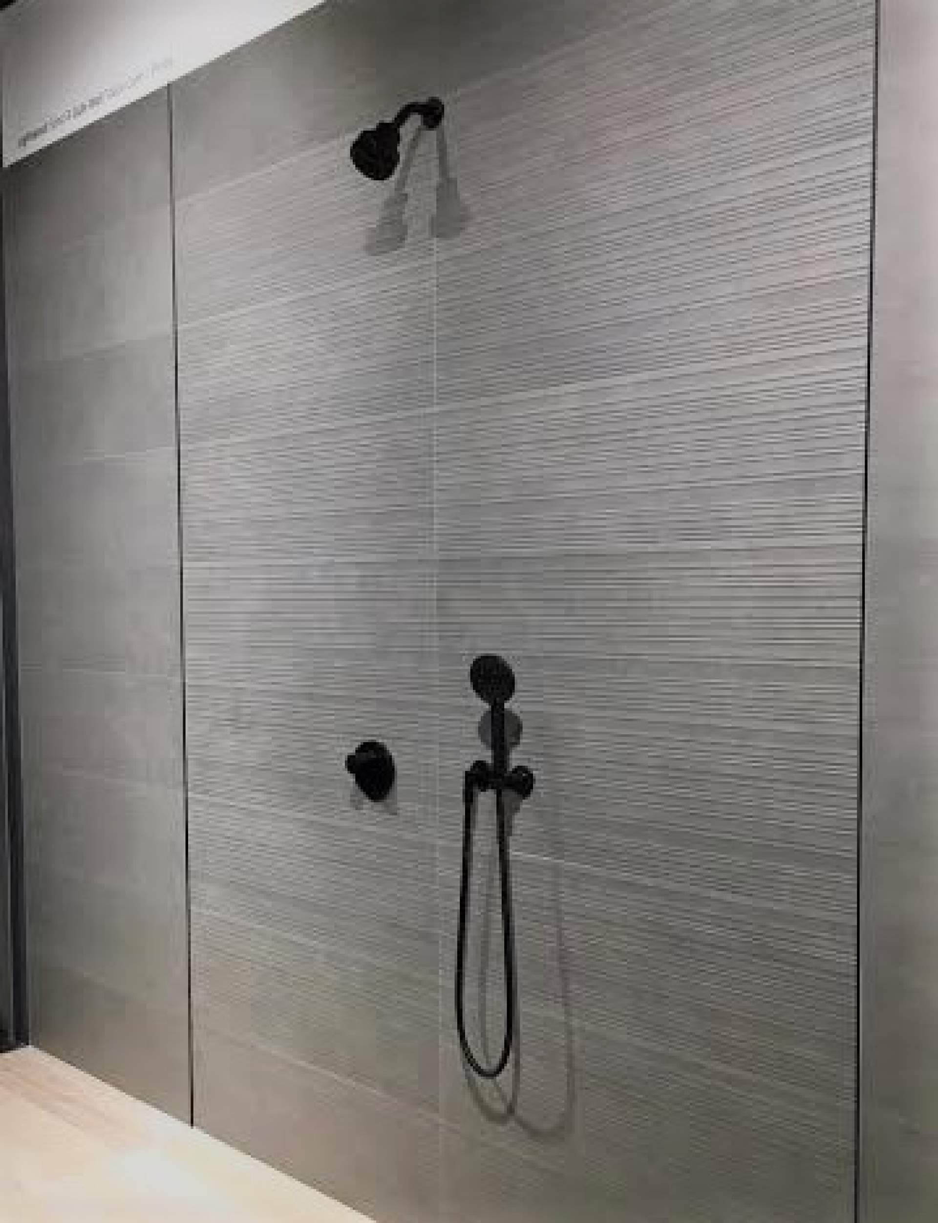 Micro Cement setting with Mid Grey Prints Tile