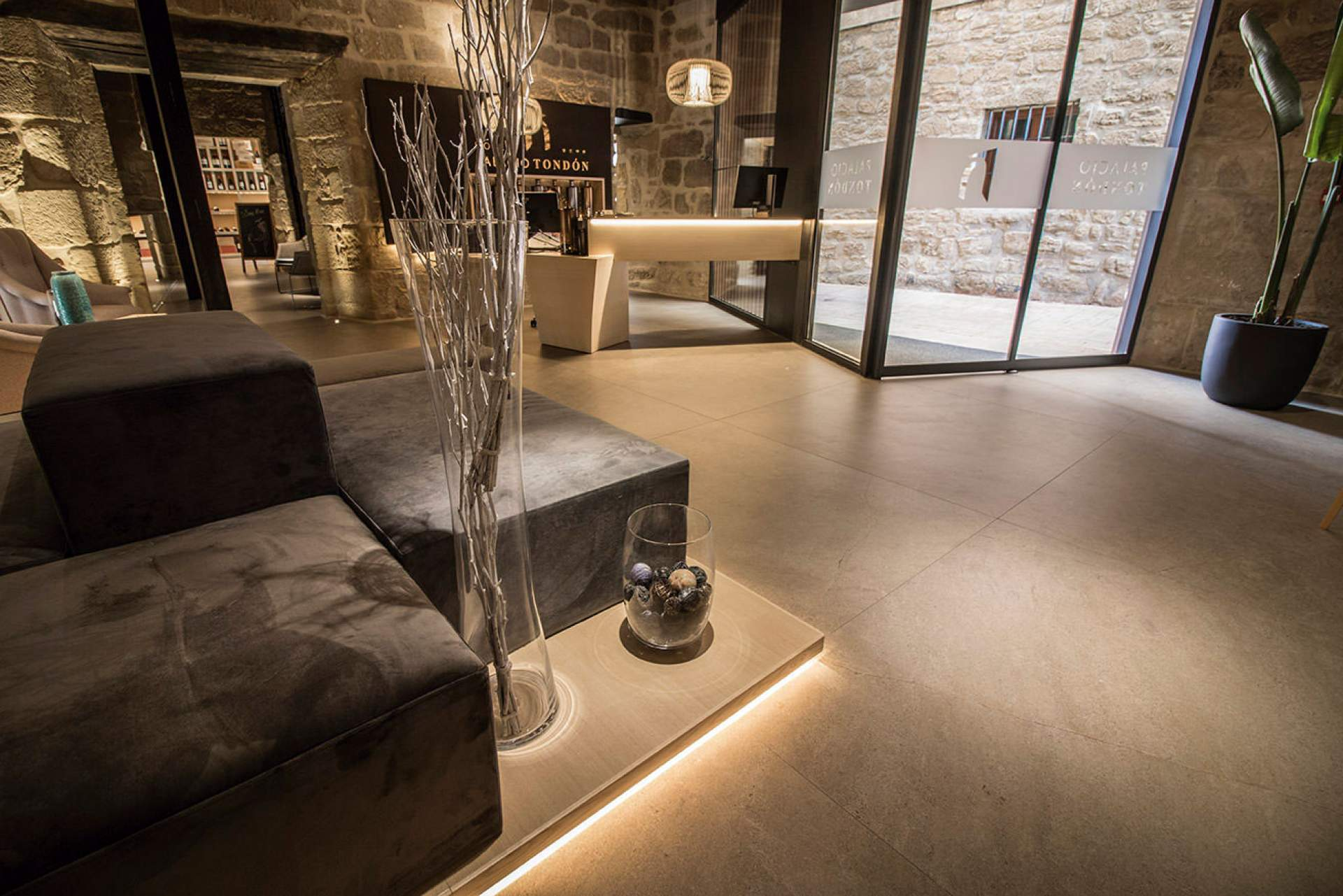 Evoke Reception setting with Moka Tile