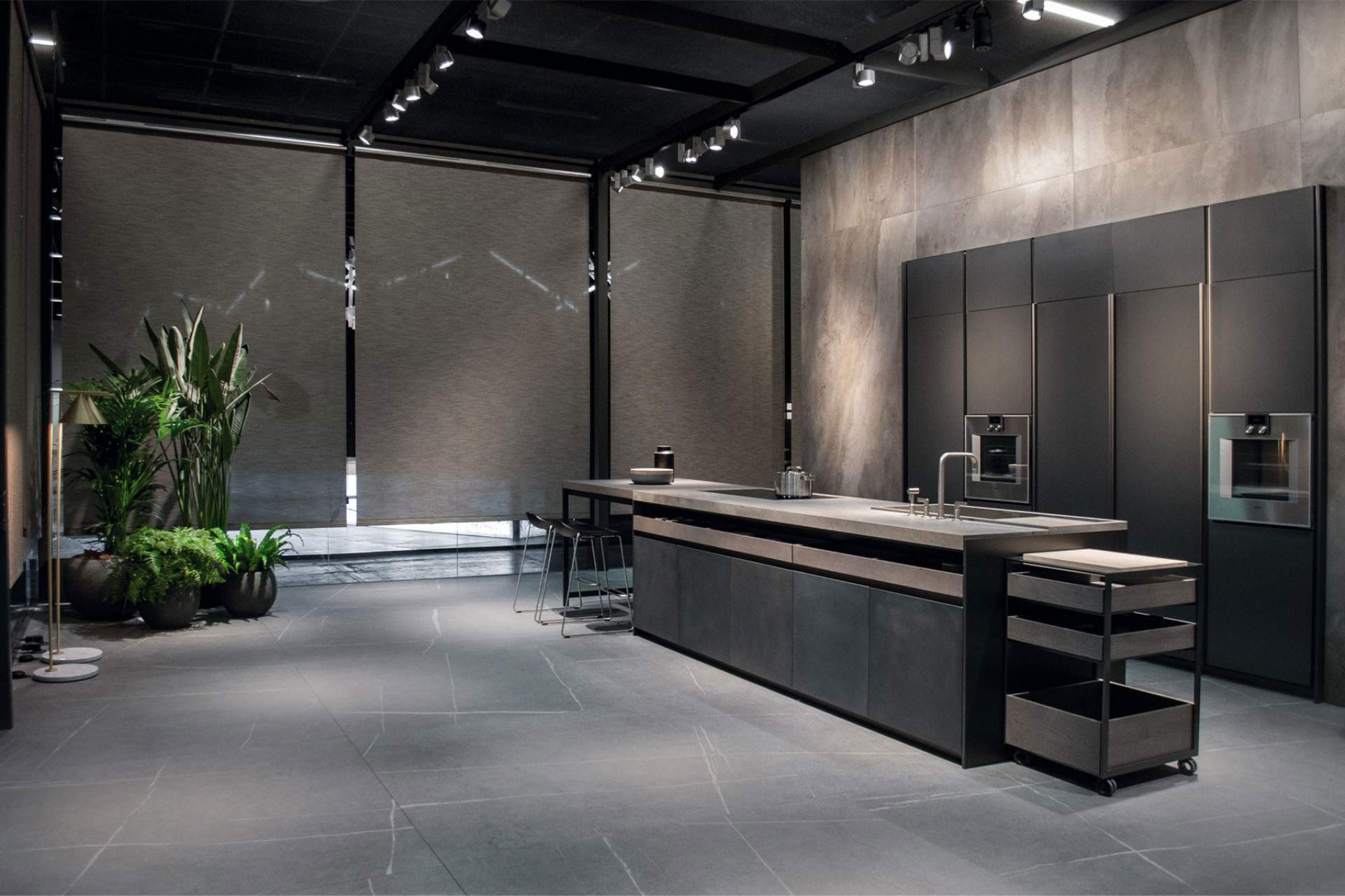 Fusion kitchen wall setting using grey natural tile